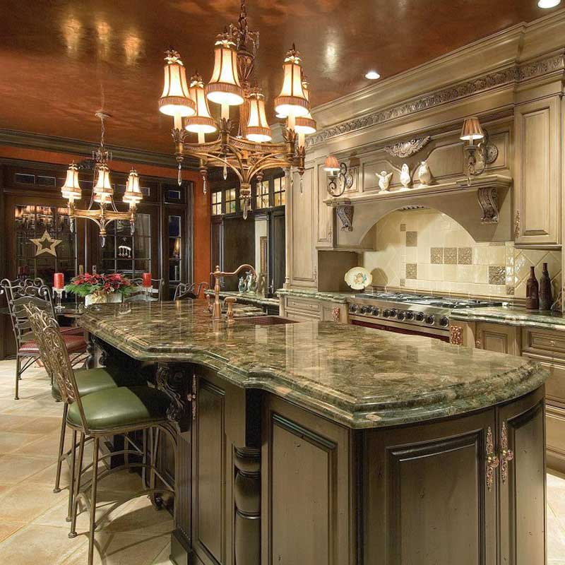 Traditional and Classy Kitchen Cabinets